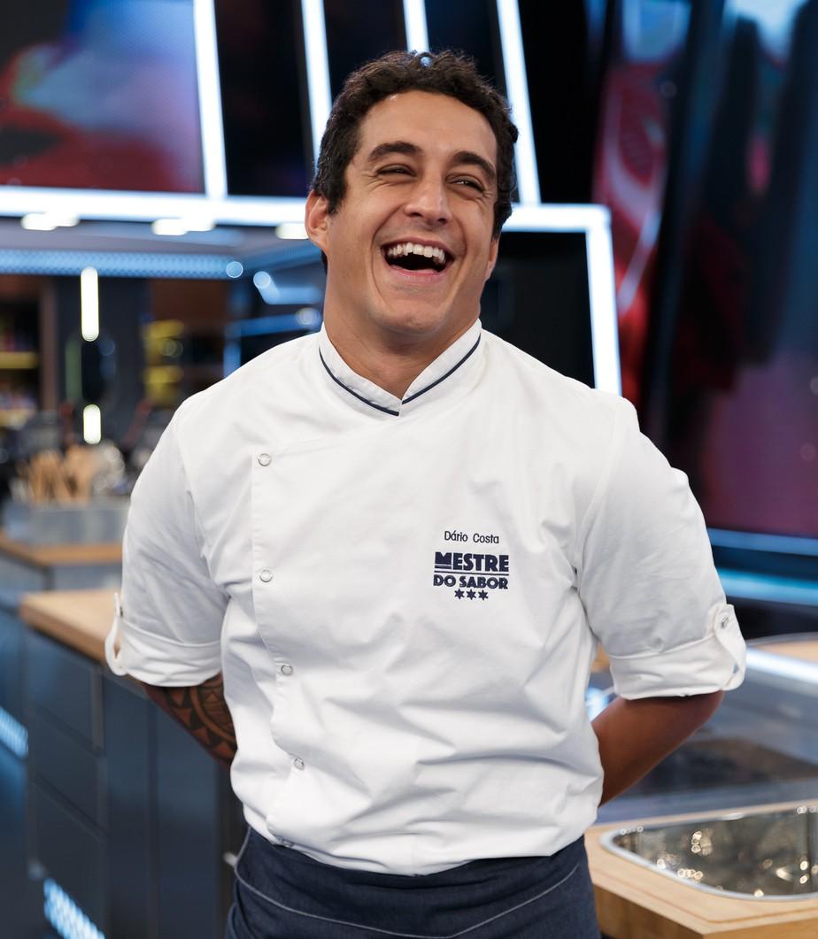 Com cara de surfista e seriedade de chef, Dário Costa vê mudança pessoal em seu segundo reality: 'Aprendi muito com o tempo'