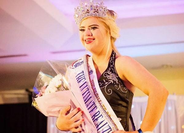 Kate Grant venceu concurso de miss na Irlanda do Norte (Foto: Reprodução/Instagram)
