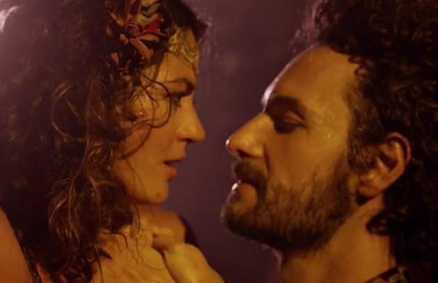 Carol Castro e Rodrigo Santoro esquentaram a primeira fase de 'Velho Chico' como Iolanda e Afrânio (Foto: Reprodução)