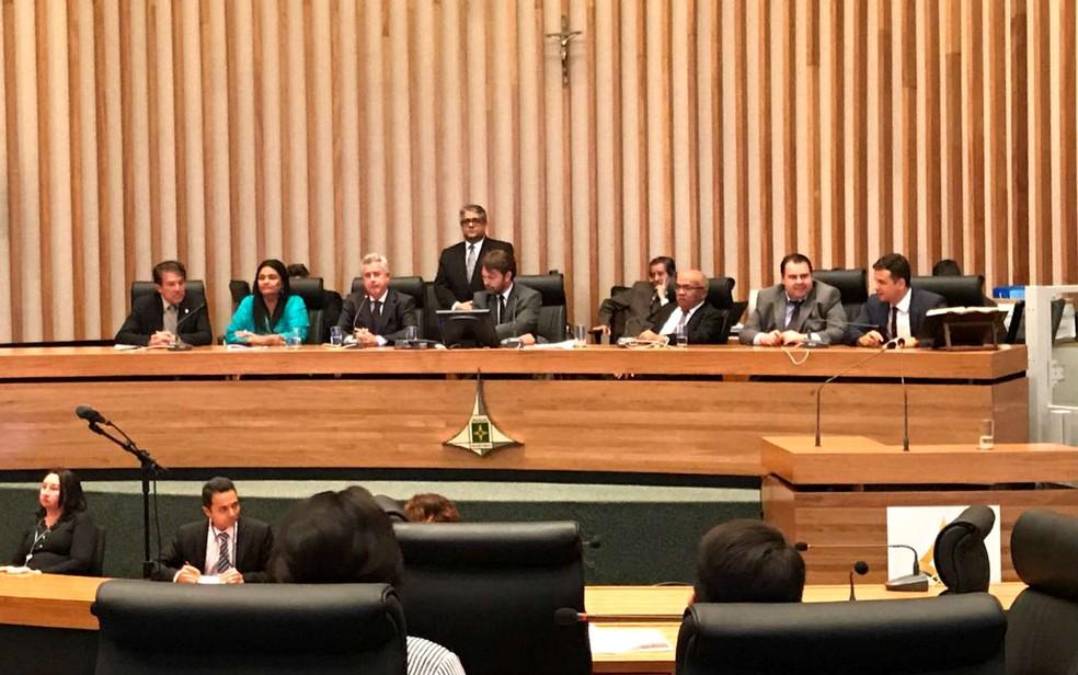 Governador do DF, Rodrigo Rollemberg, vai à Câmara Legislativa para apresentar projeto de mudanças na previdência (Foto: Letícia Carvalho/G1)