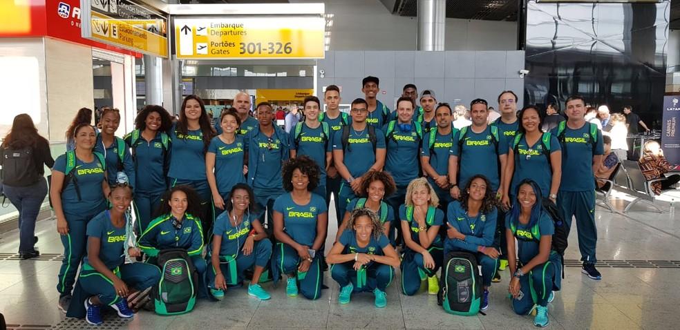 Delegação brasileira reunida em São Paulo antes do embarque para a Finlândia. (Foto: Marcos Vieira )