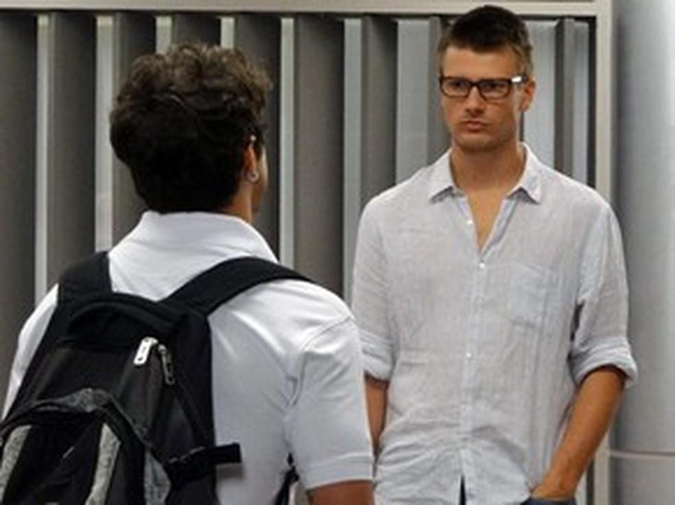 Antenor consegue vídeo comprometedor de Alexandre — Foto: Globo