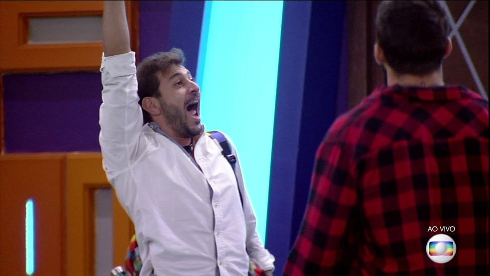 Caio deixa o BBB21 — Foto: Globo