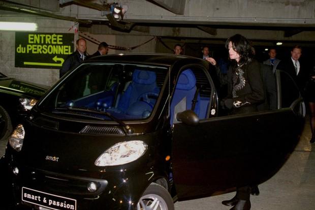 MJ foi flagrado ao lado de um modelo Smart, na França (Foto: Reprodução)