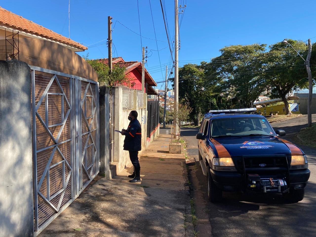 Agentes de saúde de Botucatu fazem visita surpresa a moradores com Covid-19 para fiscalizar isolamento