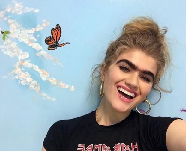 Ela faz foto sorrindo também! (Foto: Instagram)