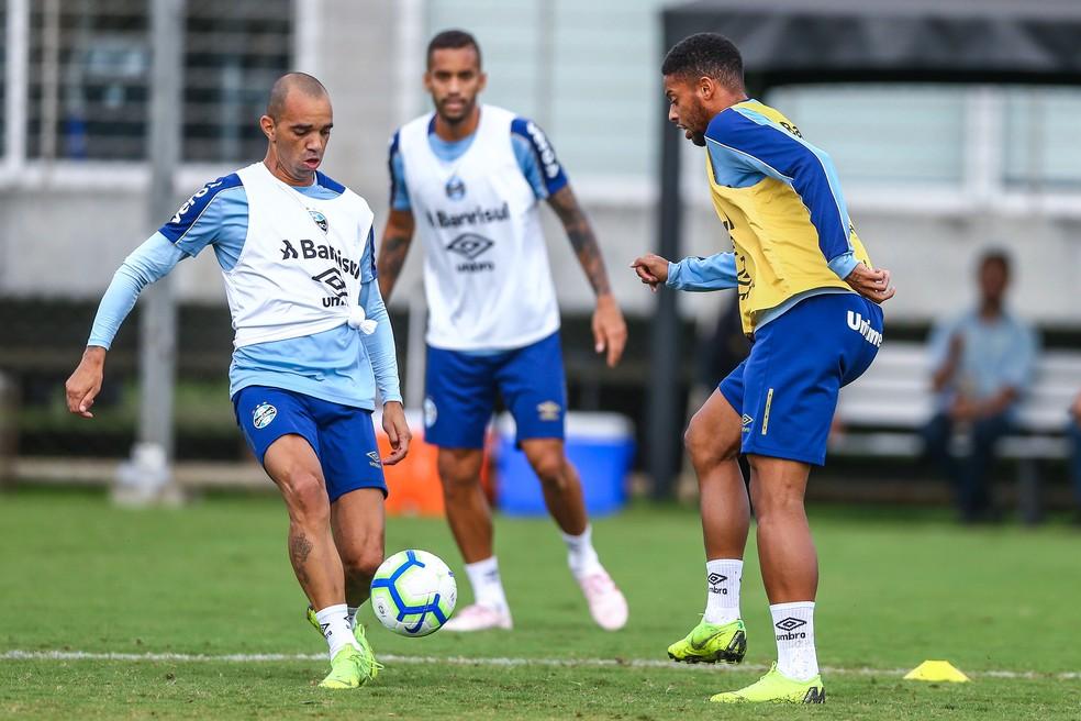 Diego Tardelli e André não corresponderam no Grêmio — Foto: Lucas Uebel / Grêmio F.B.P.A.