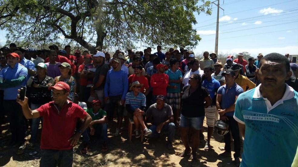Agricultores estão na Subestação Brigida, em Orocó (Foto: Gilberto Pereira / Arquivo pessoal )