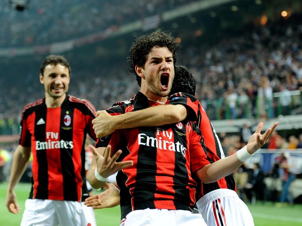 Alexandre Pato em ação pelo Milan: início em Pato Branco — Foto: Getty Images