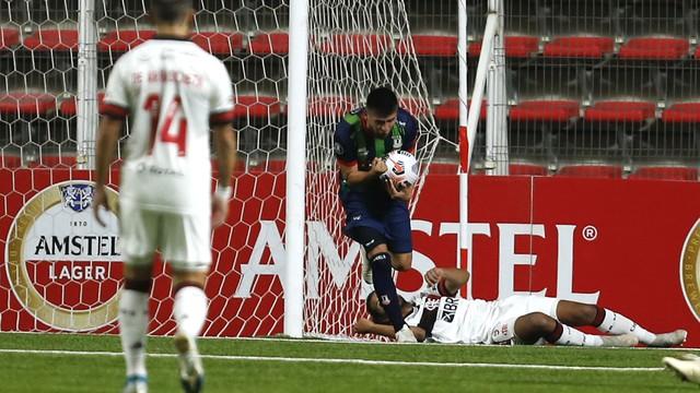 Unión La Calera comemora gol contra o Flamengo pela Libertadores