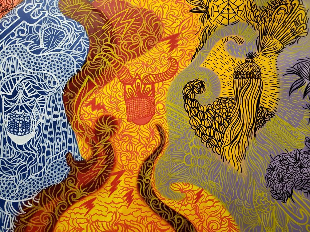 Mural no Colégio Pena Branca com representações e orixás cultuados em religiões de matriz africana — Foto: Bárbara Muniz Vieira/G1