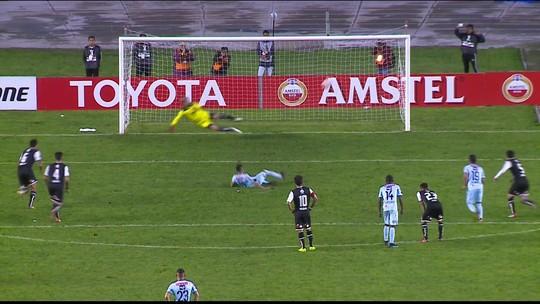 Granizo, escorregão e frango marcam a noite da Libertadores