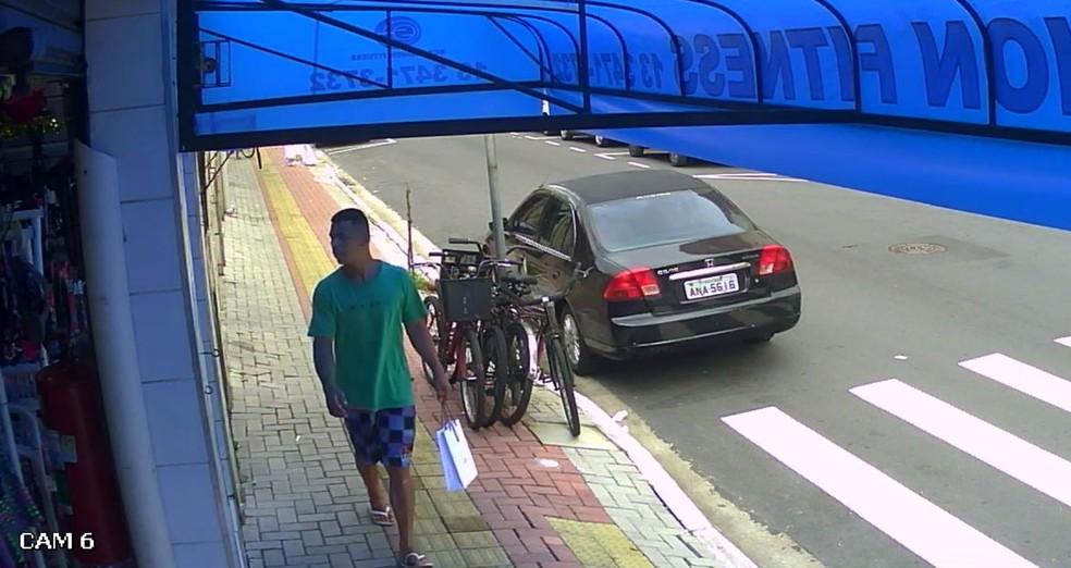 Câmera de monitoramento flagrou o homem que estuprou duas mulheres (Foto: Divulgação/Polícia Civil)