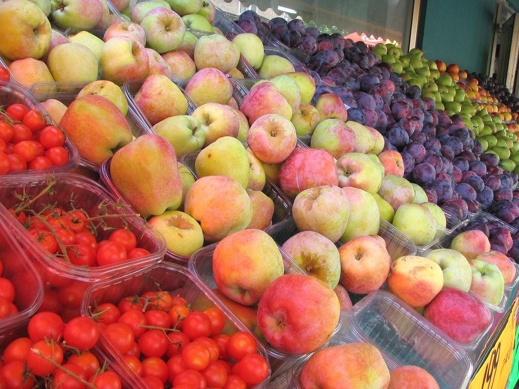 A maior parte do desperdício vem dos próprios produtores ou lojas, que descartam alimentos por eles não se encaixarem no padrão do comércio (Foto: Flickr/ Creative Commons)