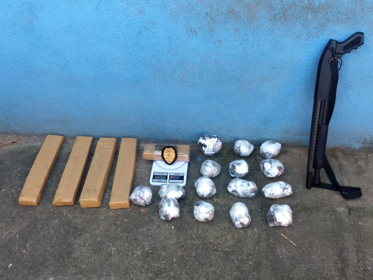Casal é preso com mais de 600 cápsulas de cocaína em Resende - Notícias - Plantão Diário