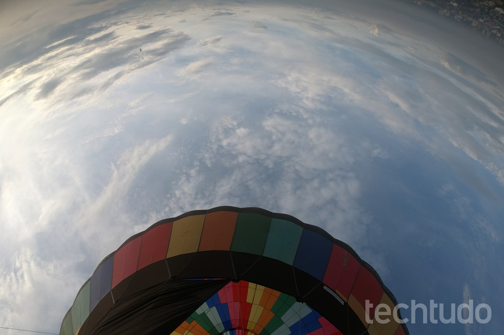 A GoPro Hero 6 Black possibilita tirar fotos em ângulos alternativos. (Foto: Luciana Maline/TechTudo)