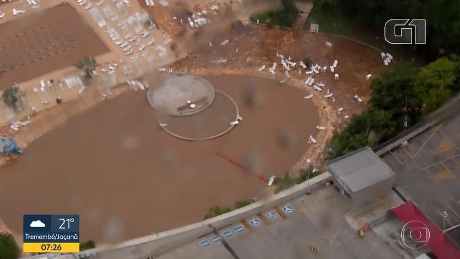 Temporal enche de lama as piscinas do Morumbi, sede social do São Paulo