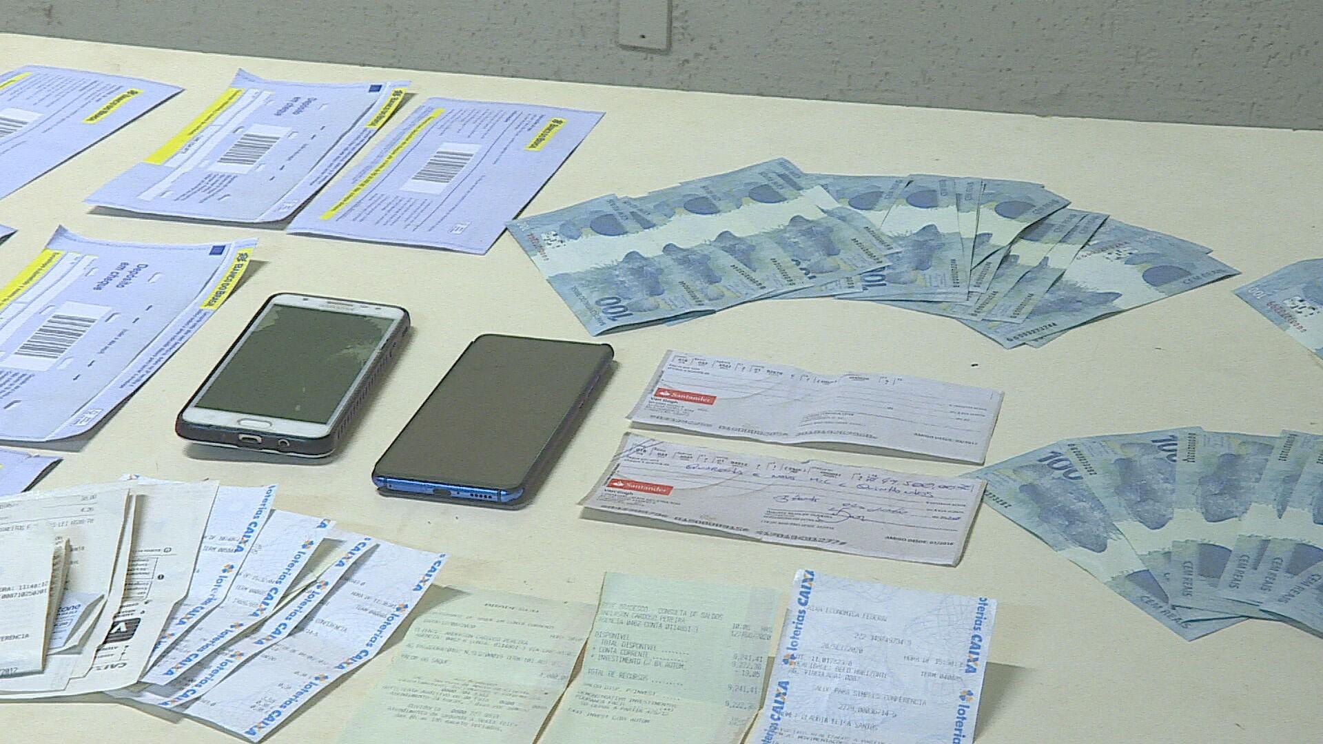 Polícia prende suspeitos de falsificar notas de R$ 100 em Sabará, na Grande BH
