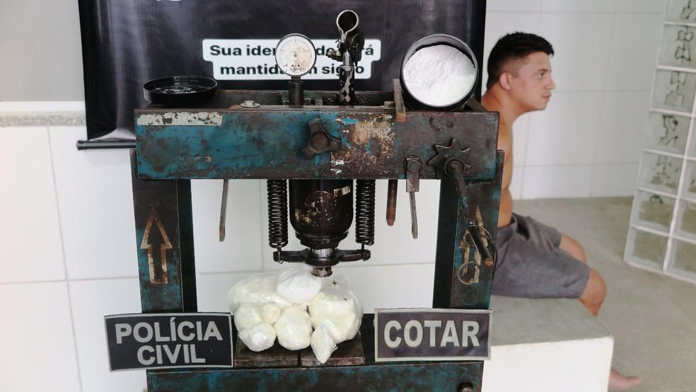 Prensa hidráulica foi encontrada pela polícia — Foto: Alex Pimentel/SVM