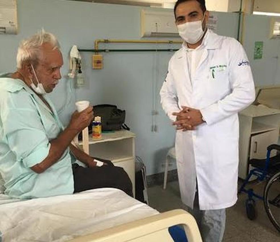 Idoso Manoel José da Silva, de 81 anos, recebeu alta e se curou de coronavírus — Foto: Eliatan Nogueira/Arquivo pessoal