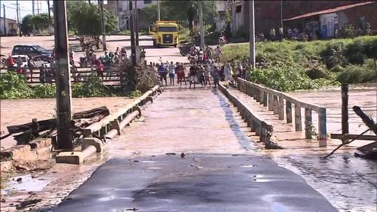 Com risco de nova barragem se romper, água é desviada e nível de rio sobe em Coronel João Sá