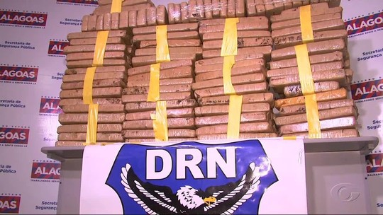 Polícia apreende 177 kg de maconha em fundo falso de caminhão no interior de AL