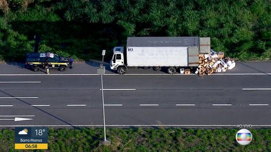 Caminhão é alvo de roubo de cargas no Arco Metropolitano