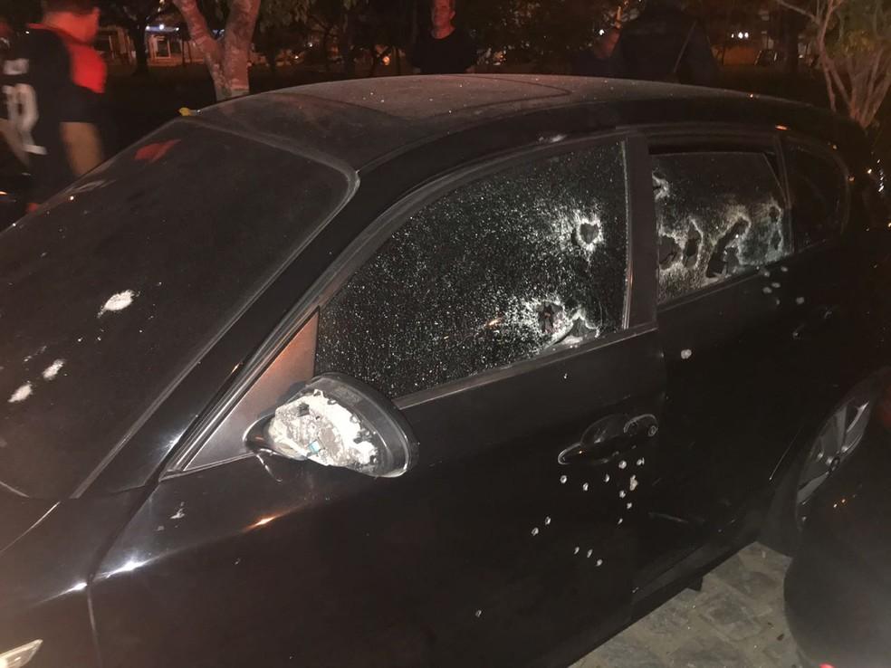 Homem é morto a tiros dentro de carro na Zona Oeste (Foto: Reprodução/Redes Sociais)