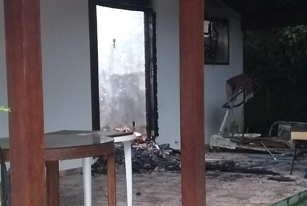 Idoso foi encontrado carbonizado no quarto do imóvel no Saco da Ribeira em Ubatuba (Foto: Fabrício Tcheller/Arquivo pessoal)