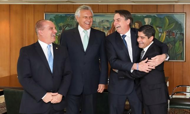 Em reunião com o DEM, Bolsonaro abraça o presidente ACM Neto