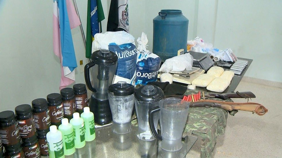 No local foram apreendidos materiais para refinar cocaína, no ES — Foto: Vinícius Gonçalves/ TV Gazeta