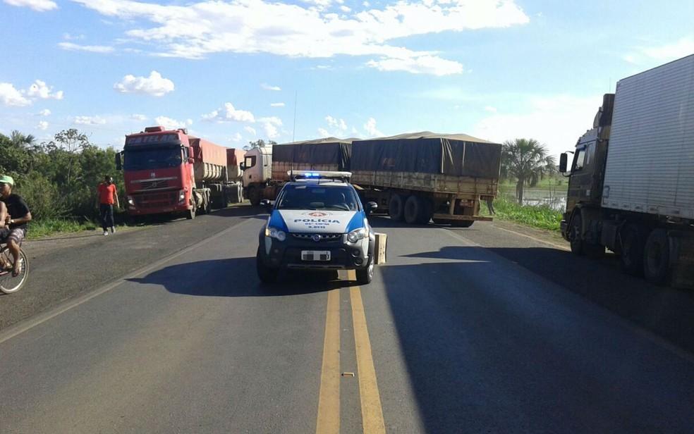 Polícia Militar apreendeu veículo e encaminhou homem para delegacia da região (Foto: Divulgação/PM)
