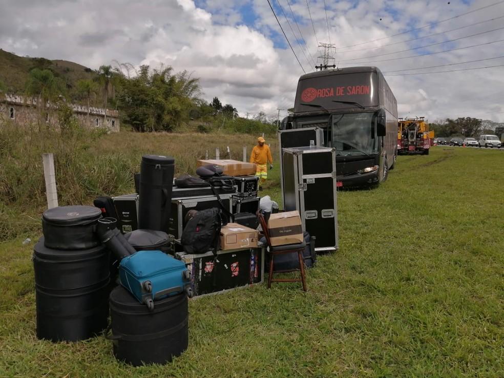 Romeiro morre atropelado por ônibus de banda católica na Dutra em Aparecida; Veículo passou por vistoria — Foto: Tiago Bezerra/ TV Vanguarda