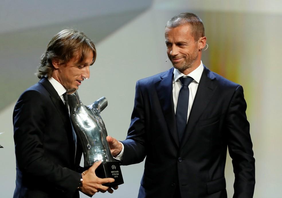 Após levar a Champions e ir à final da Copa, Modric levou prêmio de melhor da Europa (Foto: REUTERS/Eric Gaillard)