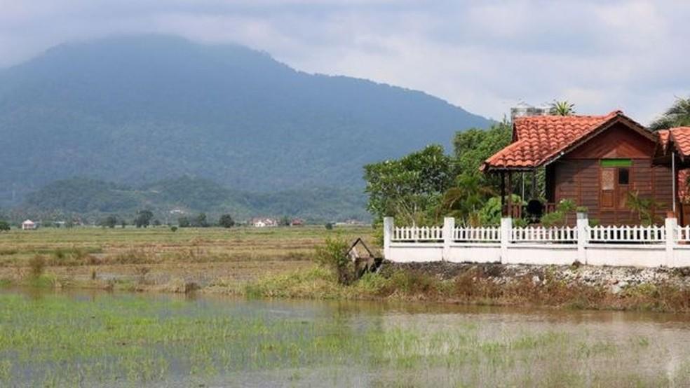 Além das praias turísticas, Langkawi tem um interior verdejante e rural — Foto: Thomas Bird/BBC