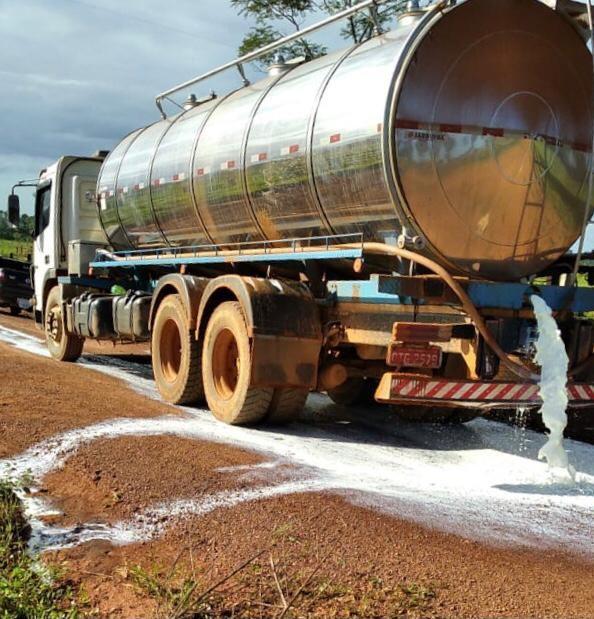 Três laticínios paralisam coleta de leite em Rondônia