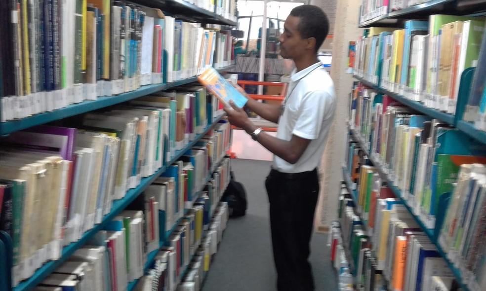 Jefferson Dionísio de Souza disse que sempre estudou em escolas públicas de São Vicente (SP) — Foto: Arquivo Pessoal