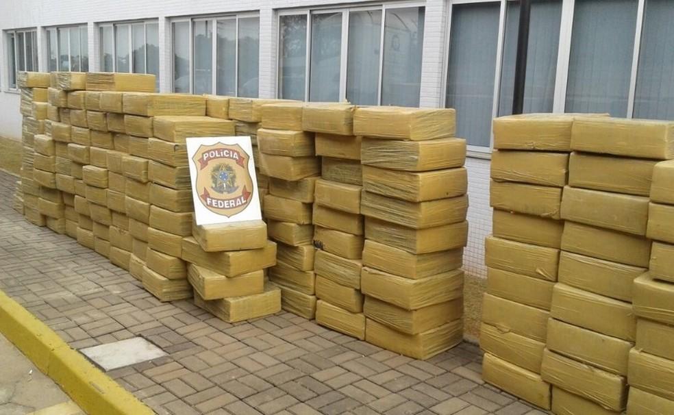 Droga apreendida anteriormente; segundo a PF, pertencia aos alvos da operação (Foto: PF/Divulgação)