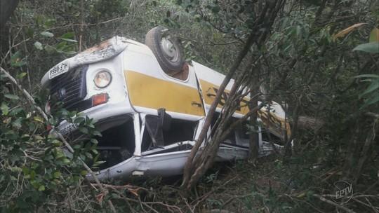 Kombi escolar capota e deixa 13 feridos em São João Batista do Glória, MG