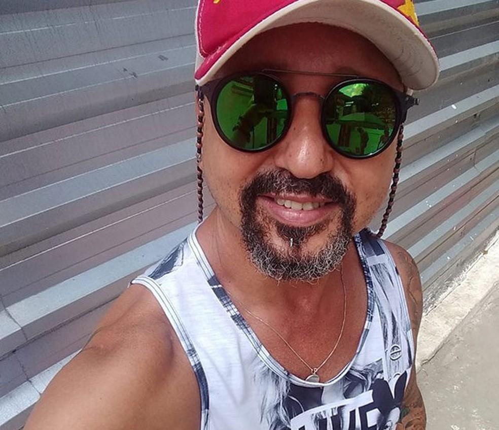 Cabeleireiro José Raimundo foi achado morto dentro da casa onde morava na cidade de Camacã, no sul da Bahia — Foto: Reprodução/Redes Sociais