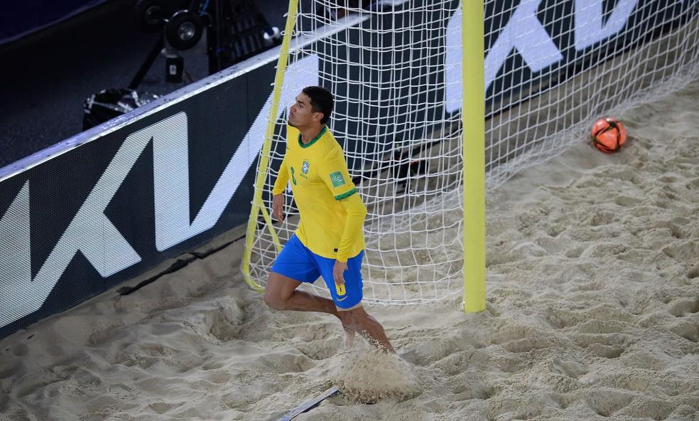 Lucão comemora o seu gol de pênalti — Foto: Octavio Passos/FIFA
