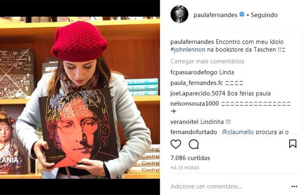 Paula Fernandes em livaria  (Foto: Reprodução)