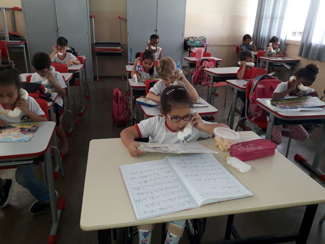 Escolas adotam uso de 'sussurrofones' para estimular a leitura em Bom Despacho - Notícias - Plantão Diário