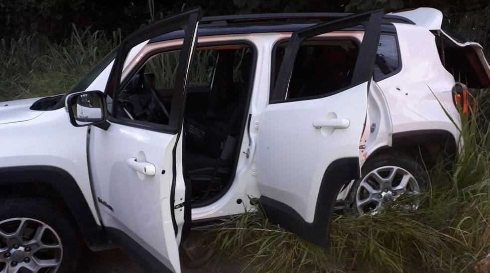 Carro foi recuperado por policiais militares em Tribobó, em São Gonçalo, no RJ — Foto: Divulgação/ PMERJ