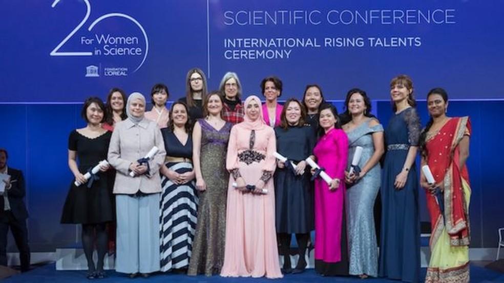 Premiação destaca mulheres promissoras na ciência; na foto, brasileira é a segunda da esquerda para a direita (Foto: Divulgação)