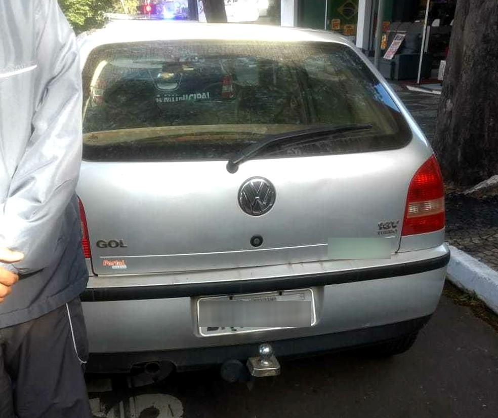 Carro com mais de R$ 150 mil em multas foi apreendido em Umuarama (Foto: Umutrans/Divulgação)