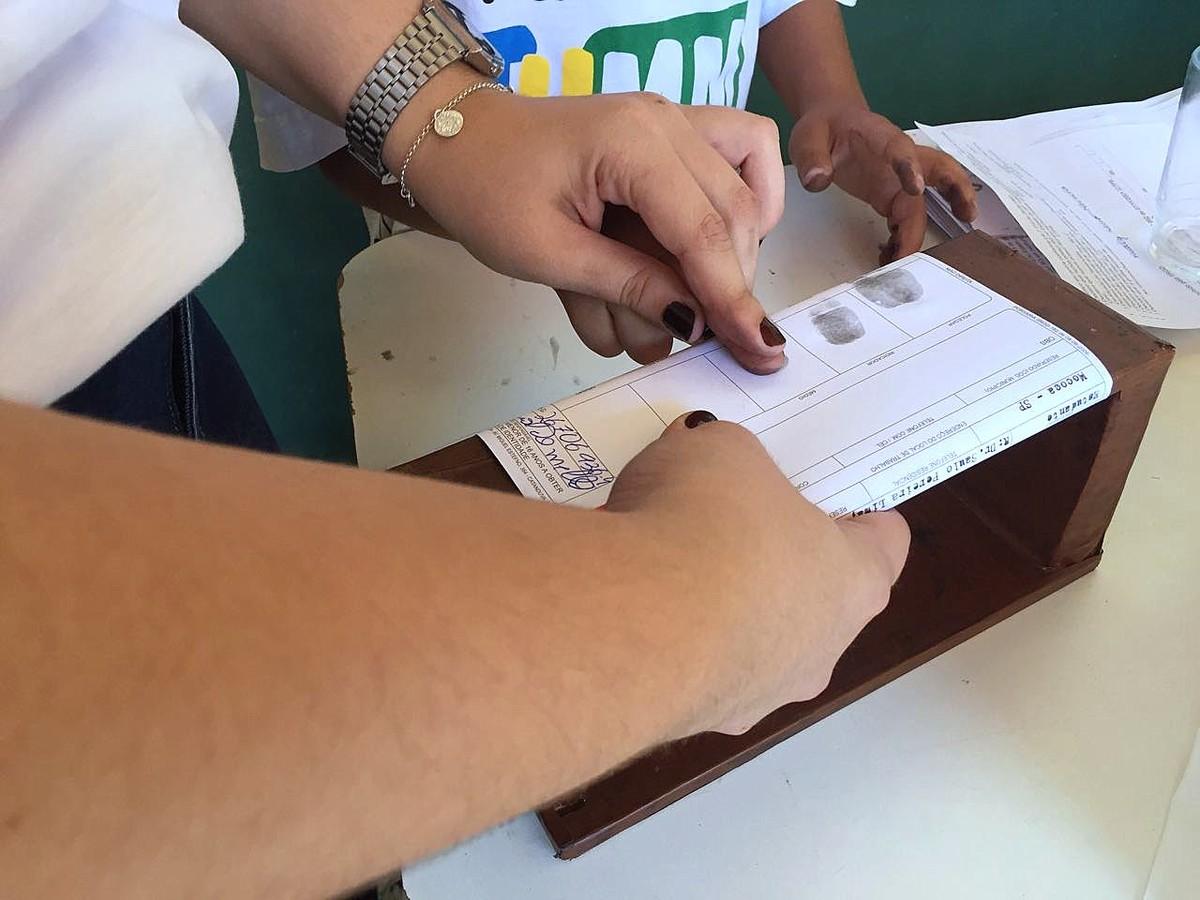 Crianças de Mococa, SP, tiram cédula de identidade no projeto 'Meu Primeiro RG'