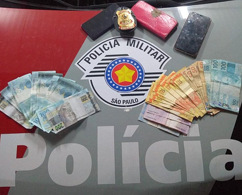 Dinheiro apreendido com os suspeitos em Rio Claro — Foto: Polícia Militar/Divulgação