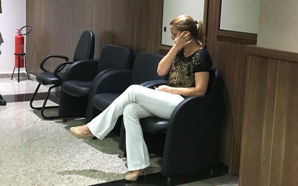 Márcia Zaccarelli chora durante julgamento em Goiânia, Goiás — Foto: Vitor Santana/G1