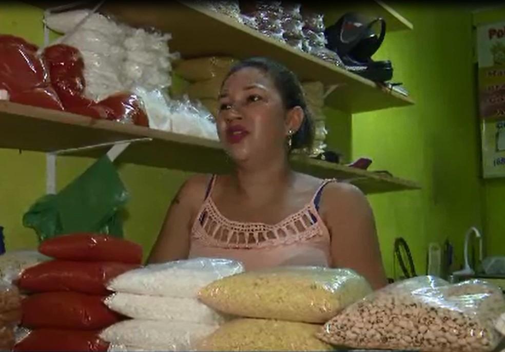 Comerciante Idelvânia Ferreira diz que ganhava até R$ 300 por semana com a venda do açaí na capital acreana — Foto: Reprodução